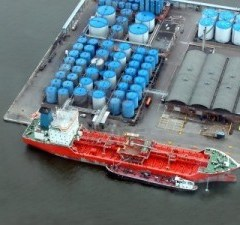 tanker ship loading 300x225 - Important Points for Committing Cargo Quantities in Tanker Ships