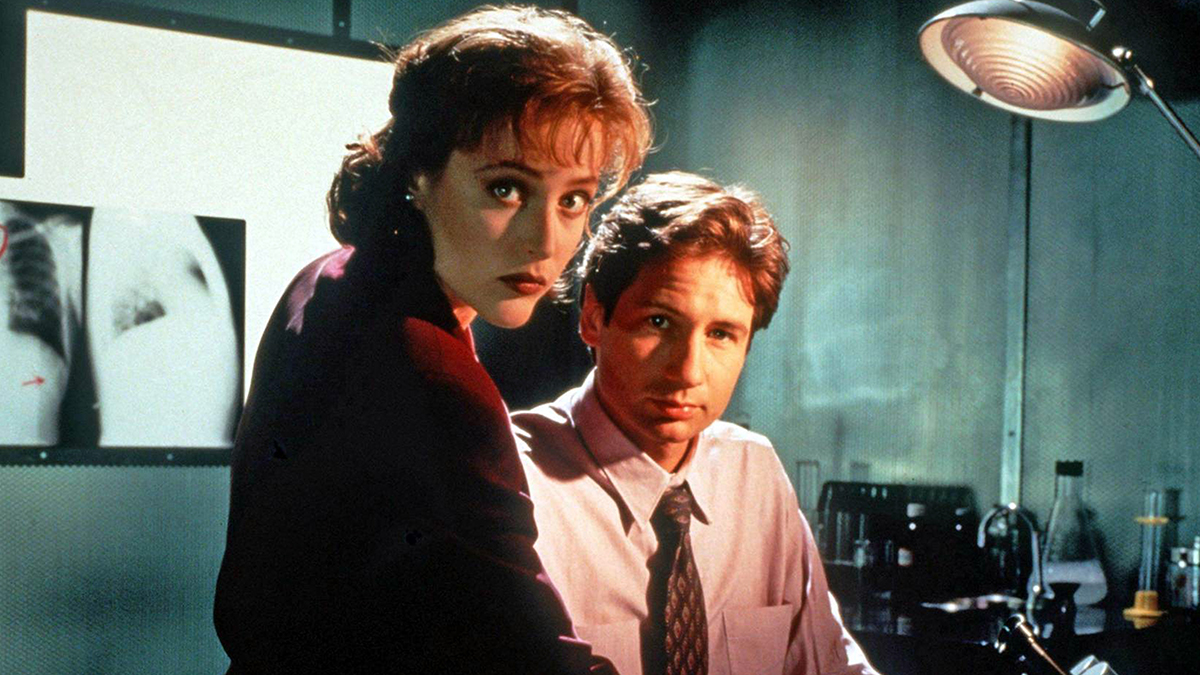 mulder and scully in the x-files season 1