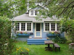 A beautiful cottage home at Toronto Islands