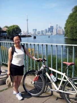 我和Ed的脚踏车。 正等着渡轮回多伦多市。