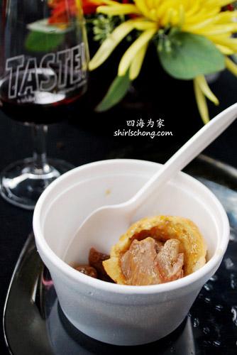 Mini thyme muffins stuffed with lamb confit (Taste 2009)