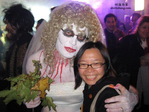 有看<Corpse Bride>这部动画的朋友一定认得她! ;)