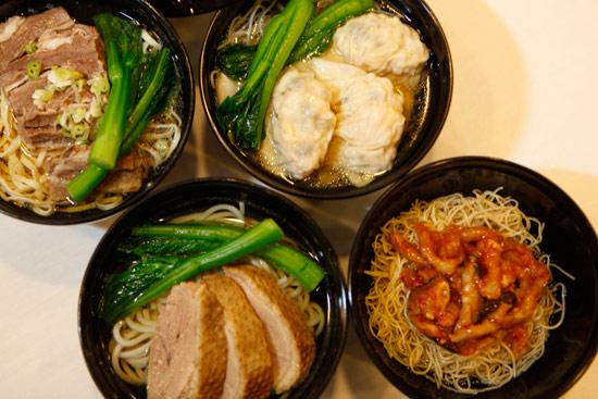 清汤牛腩汤伊面,水饺汤米粉,卤水鸭汤米线,及炸酱汤面