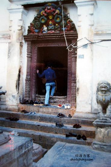 以上是一间只允许男人进入的印度神庙。还好我发现这间有点儿不同,先问了人,才没撞了进去。