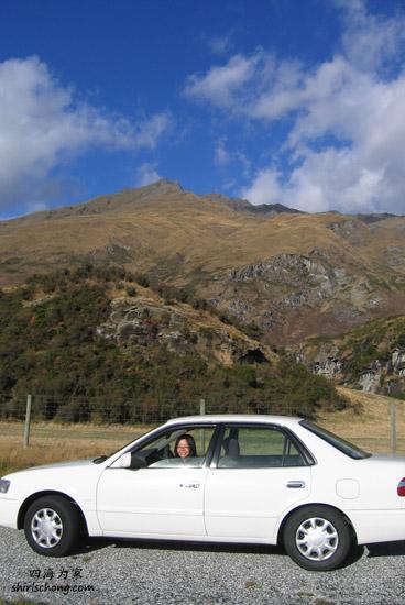 我们在纽西兰自助游时,没像一些旅人那么大胆就这么睡在车子里过夜 :)