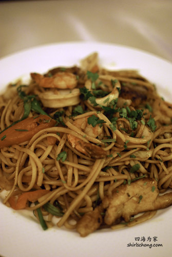 Peruvian-style sautéed noodles with seafood.