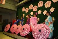 日本舞踊を踊る女の子