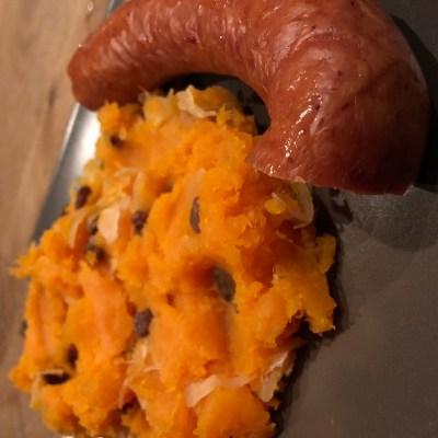 Zoete aardappel zuurkool stamppot met worst