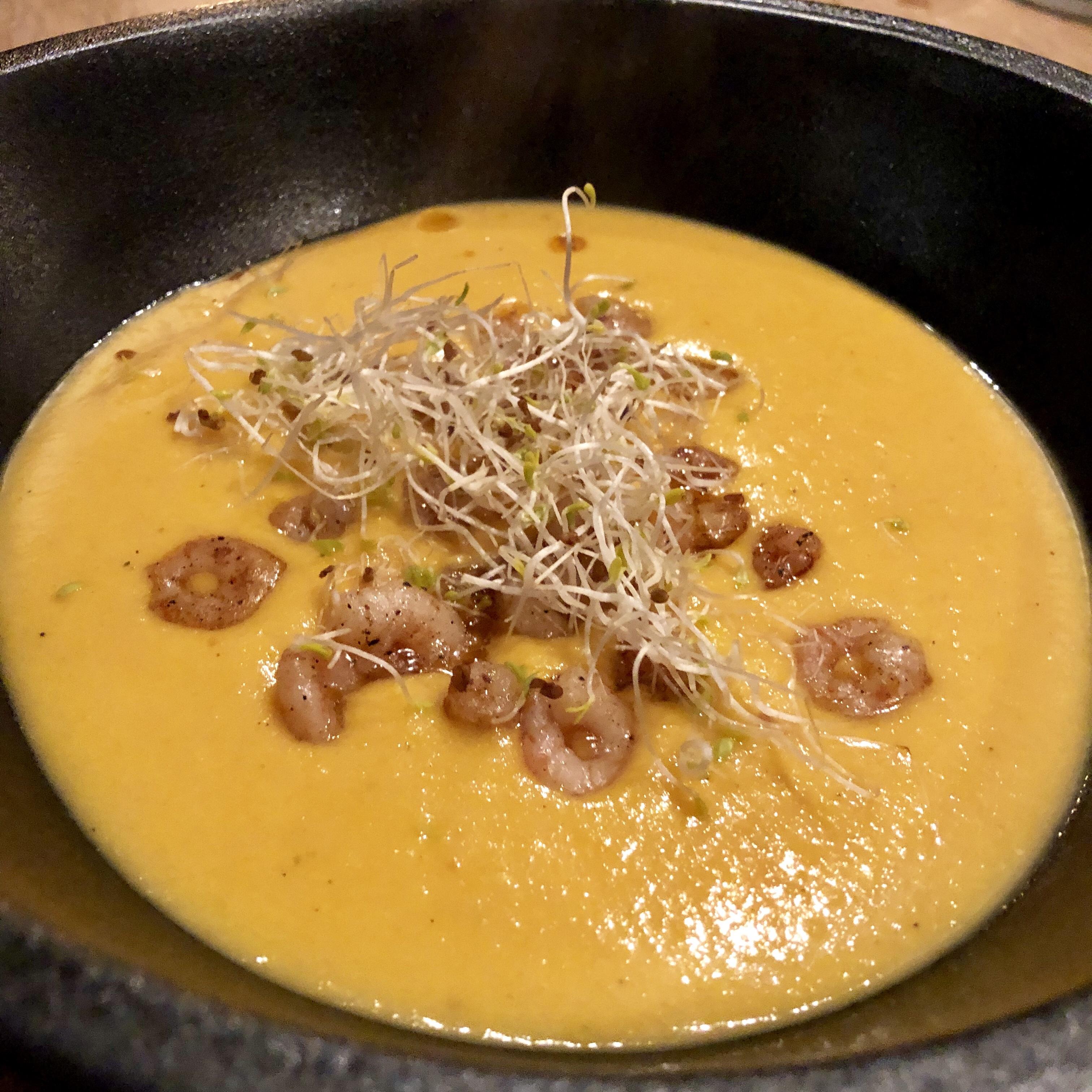 Zoete aardappelsoep met garnalen