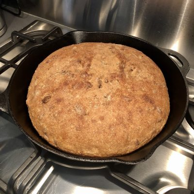 Corona lockdown dag 8: No knead sourdough skillet bread