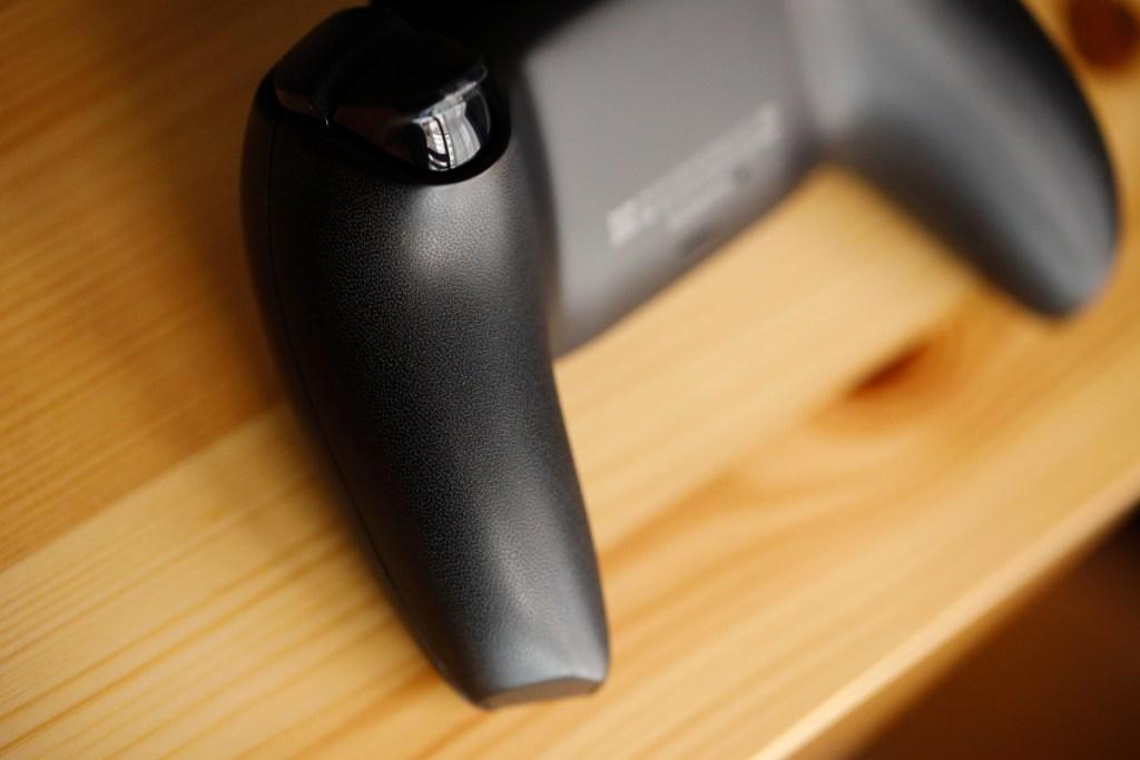 プレイステーション5(PS5)用の純正コントローラー「DualSense ワイヤレスコントローラー(ブラック)CFI-ZCT1J01」