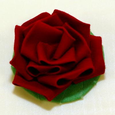 つまみ細工で薔薇を作るやり方