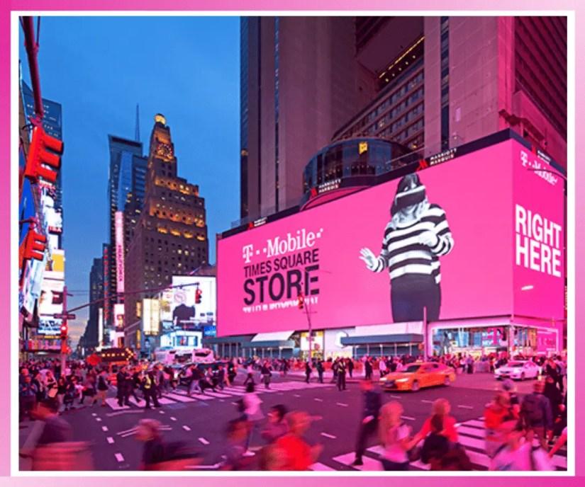 Billboard advertising in NYC. [Offline digital marketing.]