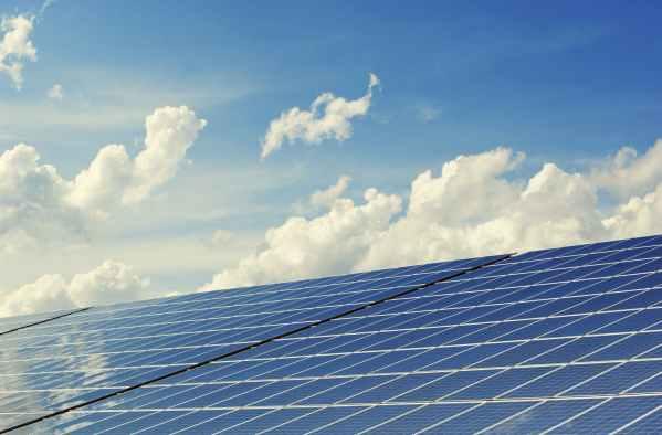 太陽光で電力を節電。オフグリッドで電力の自給自足生活を目指す!