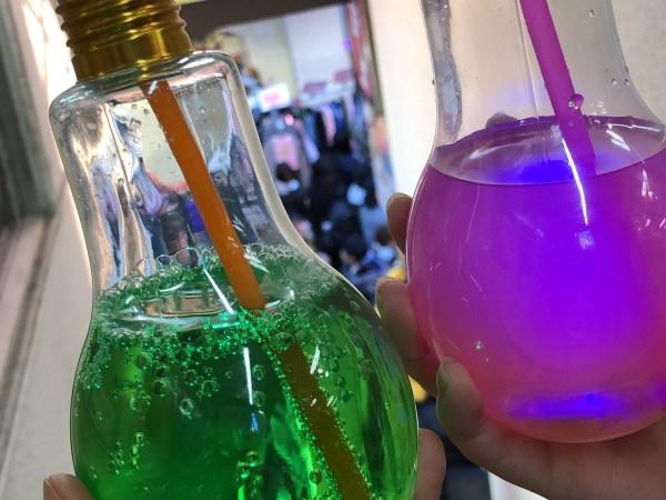 フォトジェニックな原宿の電球ソーダ。ボトルに付いたLEDイルミでモノの価値を考える!