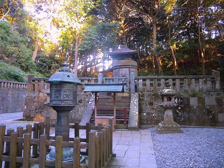 家康は遺言により、久能山に葬られました。家康の眠る神廟