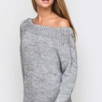 Пуловер-реглан с косами на рукавах