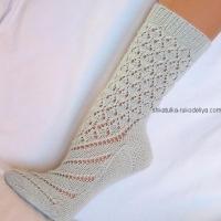 Высокие носки спицами