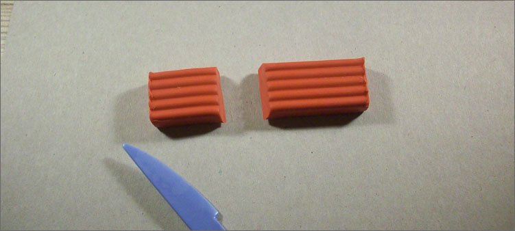 Екі бөлінген-қызыл-пластилин