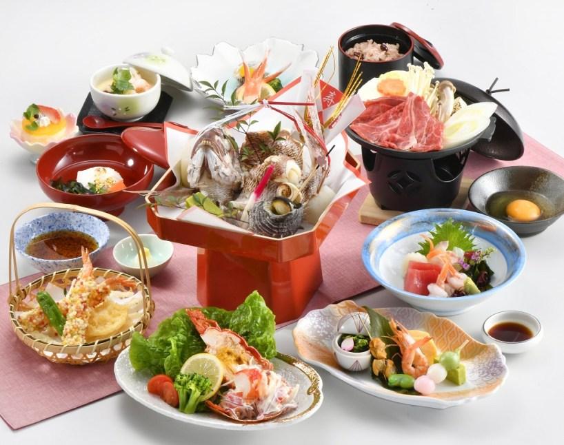 お祝いの席でよく見られるお料理が勢揃い。お祝いの場にふさわしい豪華な祝い膳です。