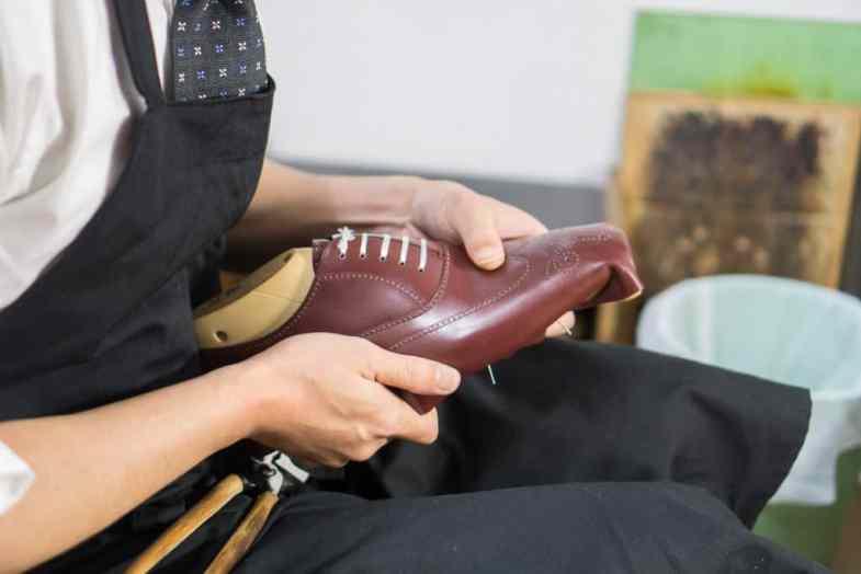 Shoe as Eiji Murata being pinna.