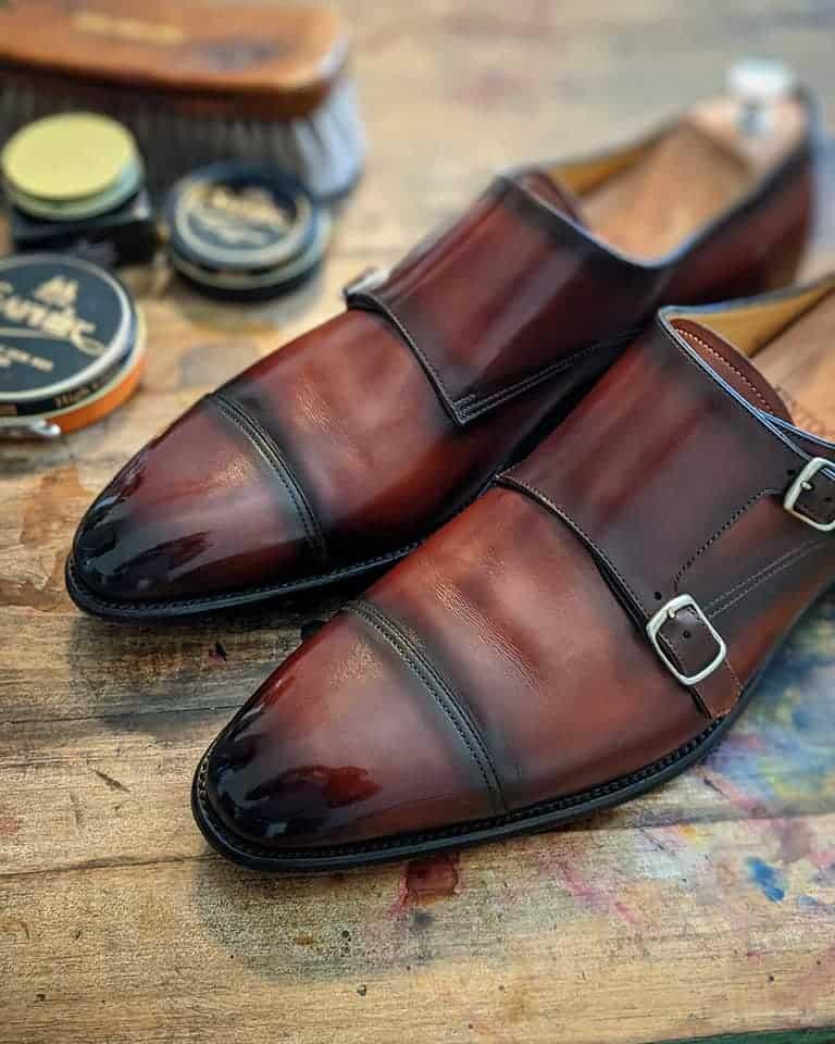 """MbShoeDoc""の職人技で蘇った先ほどのカルロス・サントスの靴。"