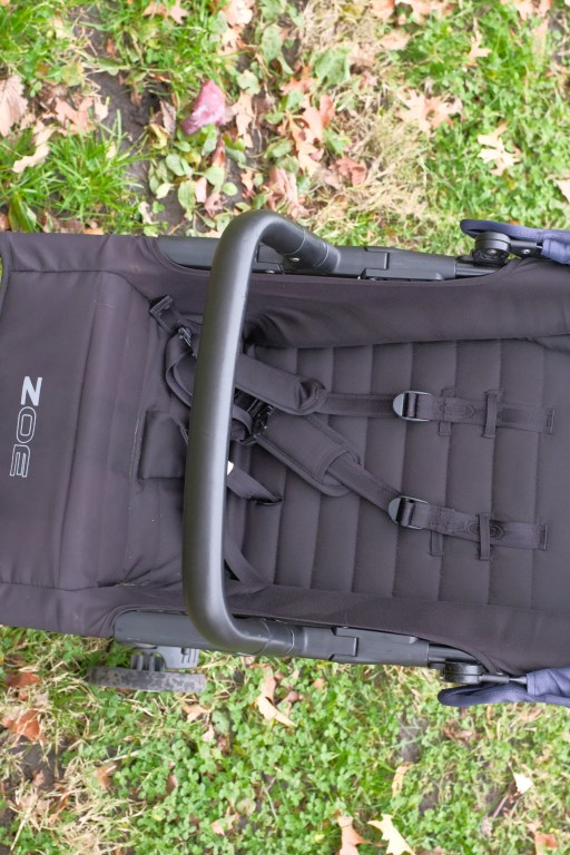 Seat and harnesses of a Zoe Tour+ stroller