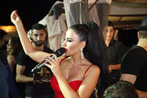 ليال عبود تتألق بمهرجانات فنية واسعة