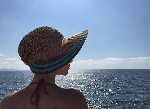ميريام فارس بلياقة عالية على البحر