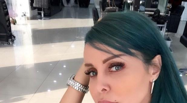 صور: الفنانة رولا سعد تصدم جمهورها بلون شعرها الجديد والغريب!