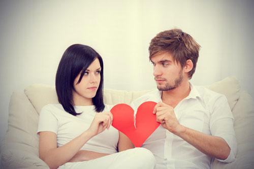 ما تحتاج المرأة من الرجل في العلاقة العاطفية