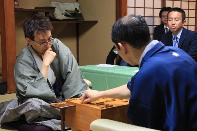 羽生木村(感想戦の様子)