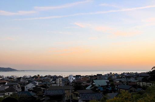 長谷寺から材木座海岸を染める夕焼け