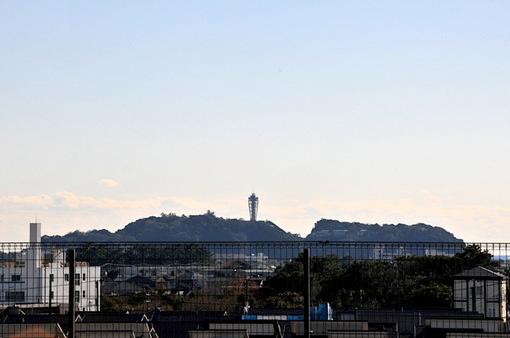 湘南モールフィルの屋上から冬の江ノ島