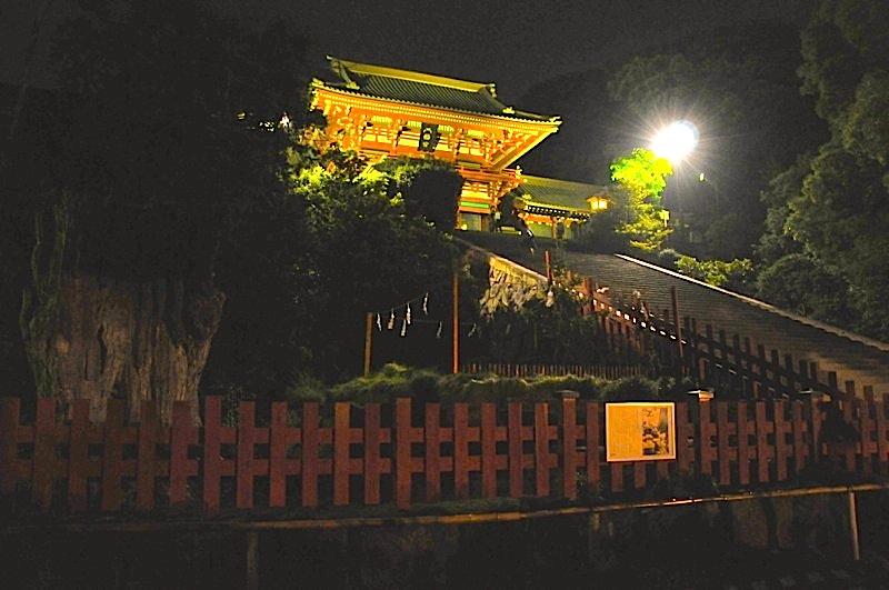 夜の鶴岡八幡宮を参拝