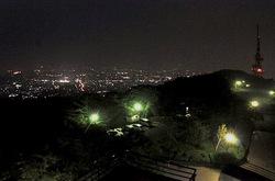 平塚湘南平のレストハウス展望台からテレビ塔と夜景