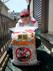 雑草対策の砂利敷きDIYジャリ鳴〜る