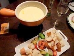 藤沢駅南口のイタリアン料理タントタントのビエモンテ風チーズフォンデュ