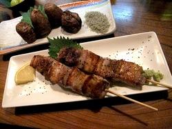 鎌倉小町通りの炉端焼き卯月の豚バラ焼き