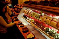 鎌倉小町通りのお土産漬け物専門店味くら(みくら)の店内