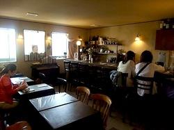 鎌倉小町通りのカフェエチカの店内