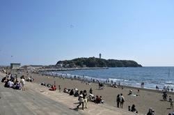 ゴールデンウイークの湘南江ノ島片瀬西浜