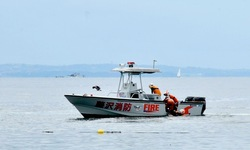 江ノ島片瀬海岸東浜海水浴場でレスキュー訓練する藤沢消防署海難救助隊