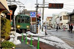 江ノ電腰越駅からの雪景色