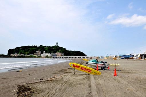 海開き後の湘南江ノ島片瀬海岸東浜