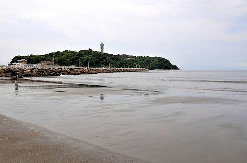 海開き後の湘南江ノ島片瀬海岸西浜