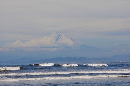 湘南江ノ島片瀬海岸西浜からの台風一過の海