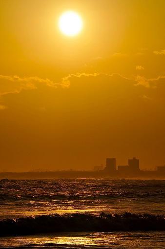 江ノ島片瀬海岸西浜からゴールデンな夕日