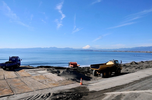 湘南江ノ島片瀬西浜からの工事中の海岸
