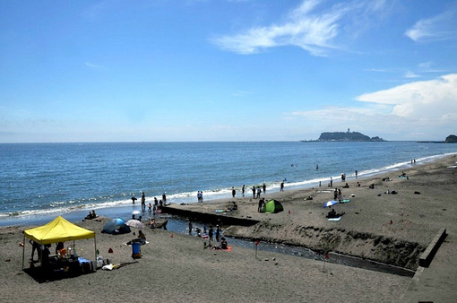 鎌倉七里ガ浜の夏真っ盛りの海
